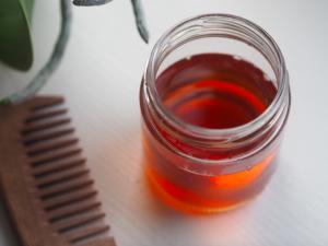 vinagre de sidra de manzana para el cabello