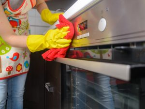 como limpiar horno de forma natural