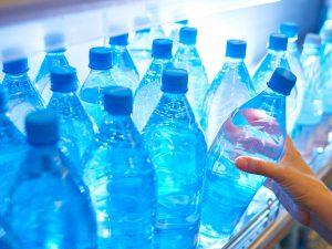 agua mineral beneficios y riesgos